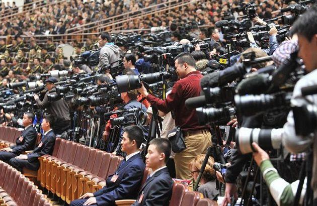 """2014两会:媒体""""长枪短炮""""齐上阵"""