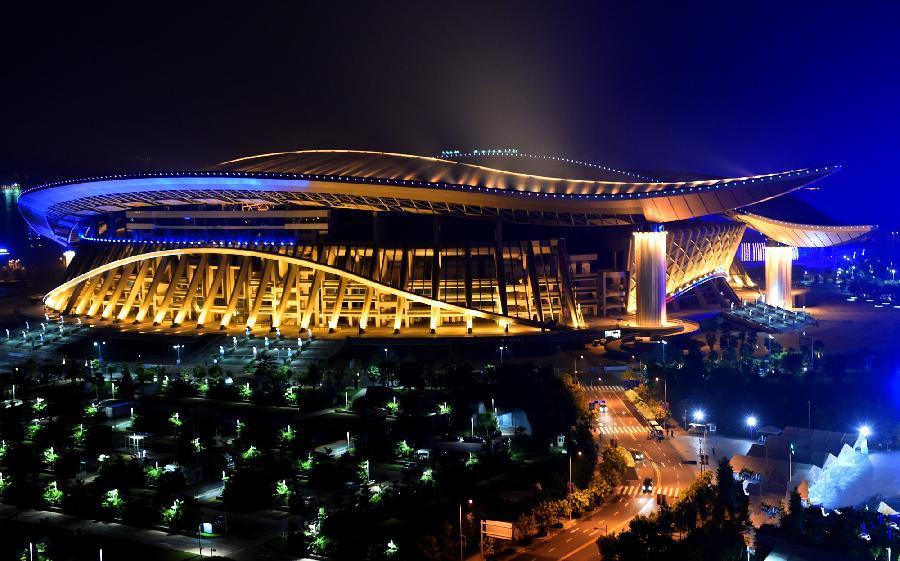 体操世锦赛:绿城夜色美如画