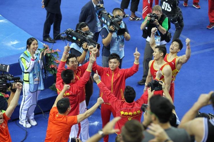 直击第45届体操世锦赛中国男团夺冠瞬间(高清组图)