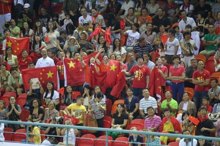 体操世锦赛中国男团夺冠 赛场看台欢腾雀跃(高清组图)