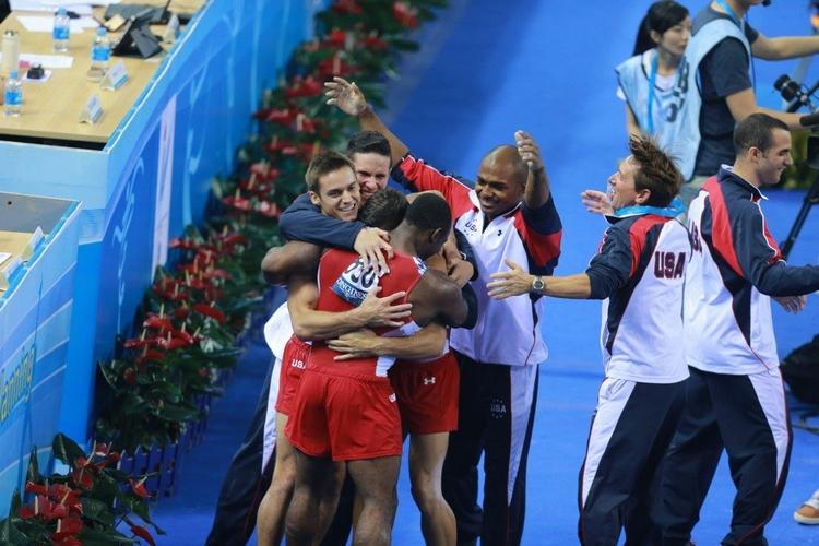 直击第45届体操世锦赛:美国男团获季军也开心