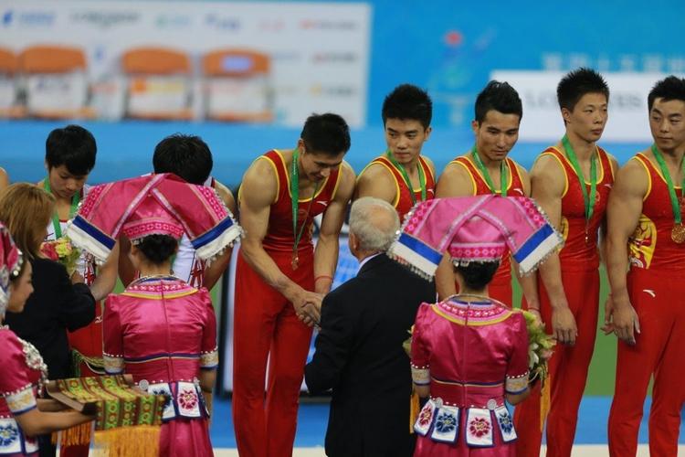 体操世锦赛礼仪姑娘着俏丽民族服饰吸睛全场