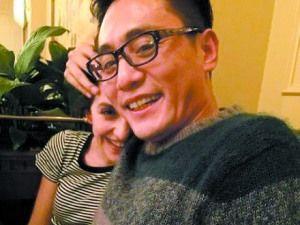 刘烨与妻子亲密照