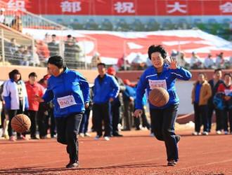青岛企业举办趣味运动会 快乐农民工