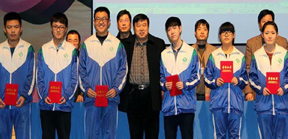 高新区实验中学召开表彰大会隆重表彰优秀学生