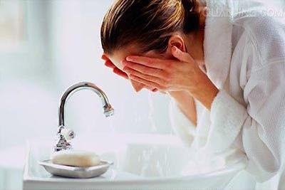 洗错脸易伤害皮肤
