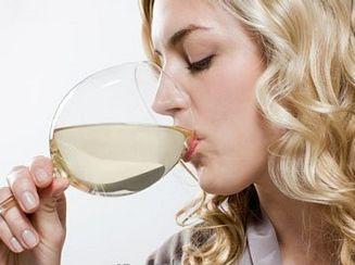 喝酒是助眠还是失眠