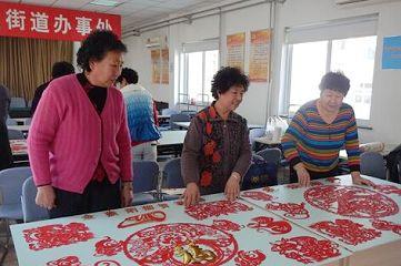 青岛湛山街道举办金猴闹春剪纸展