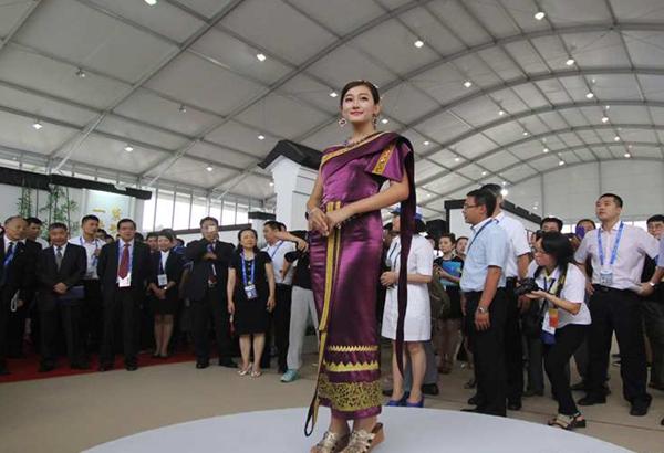 13国丝绸服饰惊艳青岛 演绎东方时尚