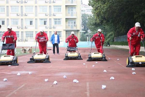山东青岛:环卫工人赛技能