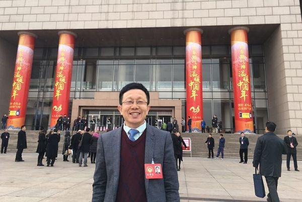 省政协委员韩彦明:建议开展家庭教育地方立法