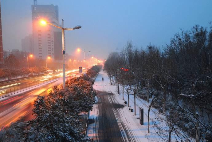 山东:雨雪致多地学校停课 今明两天气温仍将下降
