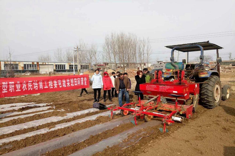 姜屯镇举办马铃薯全程机械化种植培训班