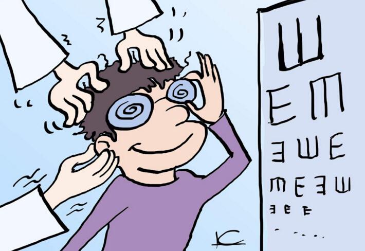 小学生视力不良检出率近五成 零食控当心得近视