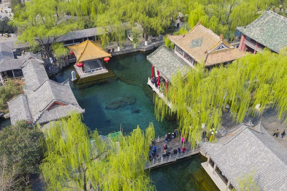 俯览泉城——天下第一泉风景区的春