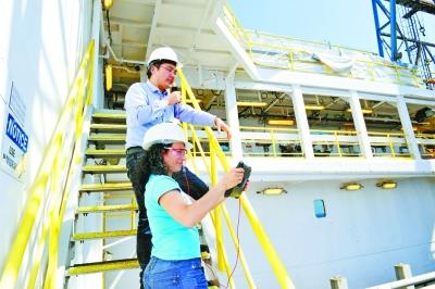 讲解大洋钻探揭秘科考生活 教师为学生直播南海科考