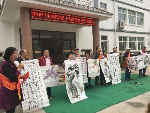 济南市物价局老年志愿者赴青州山区小学献爱心