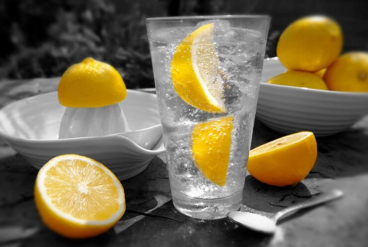 天气湿热喝点啥?多喝柠檬水!