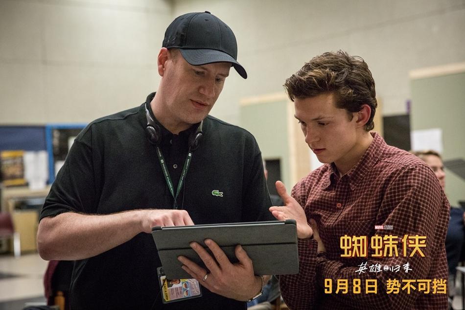 <br/>   漫威影业总裁凯文&amp;middot;费奇与荷兰弟在片场讨论。<br/>