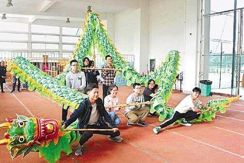 浙江大学开设舞龙课 170名同学选修男女比约3∶2