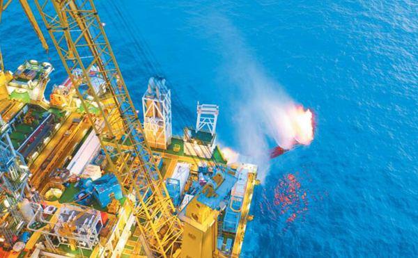 """亲密接触""""蓝鲸1号"""" 世界上最厉害的钻井平台在中国!"""