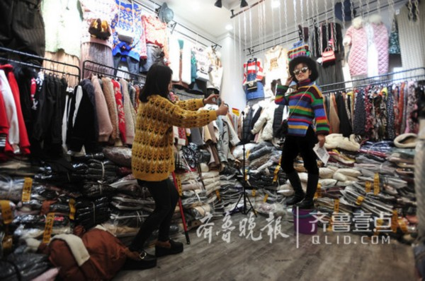 """不等不靠的女汉子 来看济南泺口服装市场的""""新零售"""""""