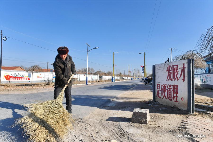 A road maintenance worker cleans a road in Gongzhuling City in northeast China's Jilin Province, Dec. 29, 2017. In the past five years, China has seen 1.28 million km of rural roads built or renovated, with 99.24 percent of townships and 98.34 percent of villages connected by asphalt or cement roads. (Xinhua/Zhang Nan)<br/>