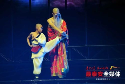 In pics: kung fu stage play makes a splash in Tai''an