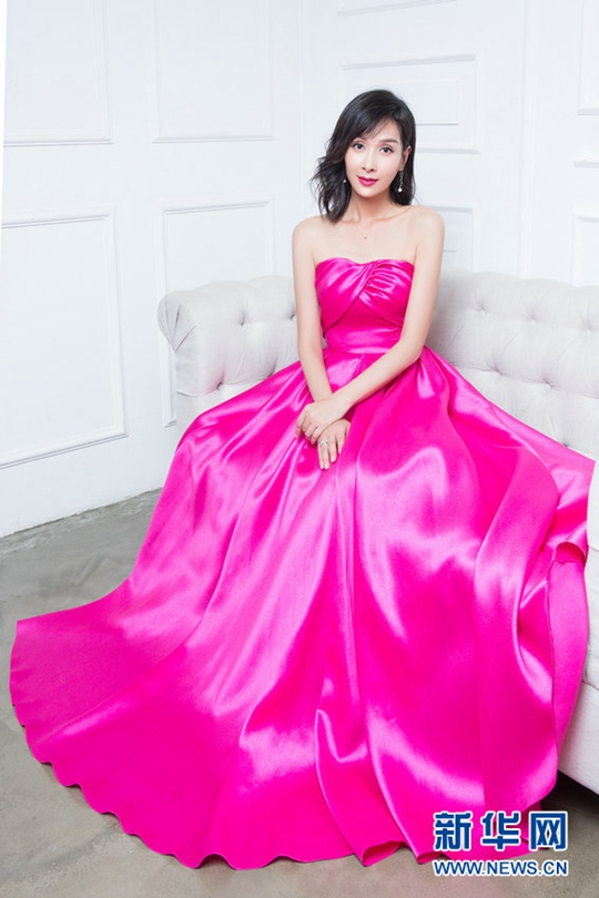 생일에도 열일하는 양궁루, 자줏빛 드레스로 '완벽 스타일링' 선보여