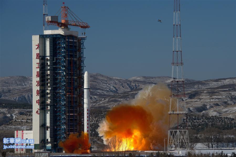 中国の地球観測衛星、高景1号(SuperView1)03、04が9日11時24分、山西省の太原衛星発射センターから長征2号Dロケットにより打ち上げられた。2機の衛星は順調に予定軌道に入り、中国は2018年初の打ち上げに成功した。<br/>  2016年末に発射された2機と合わせ、0・5メートルの高分解能を持つ地球観測衛星4機による衛星コンステレーション(複数の衛星を協調して作動させる運用方式)が完成した。<br/>