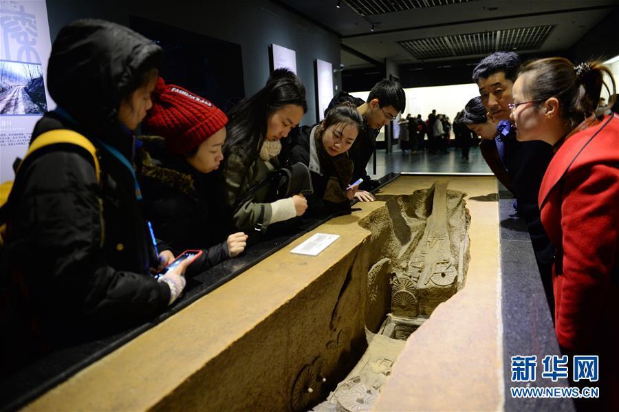 陝西歴史博物館は7日に常設展「陝西古代文明」を終了し、全面的なリニューアル後、今年5月18日に再び一般公開する。リニューアル期間中、来館者は「陝西周・秦・漢・唐文化財真髄展」を見学できる。<br/>