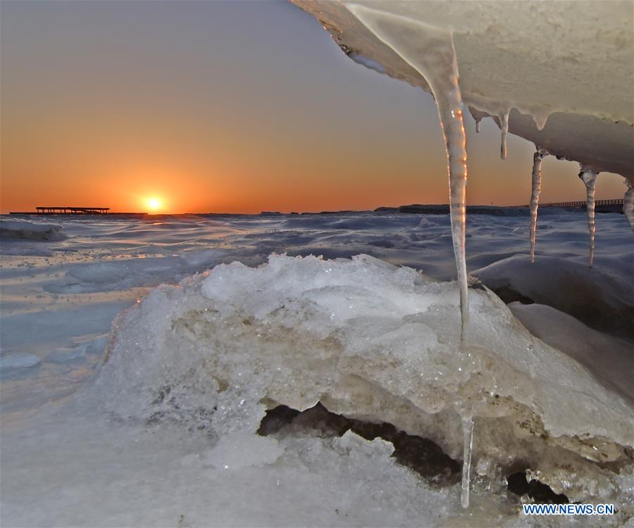 Photo taken on Jan. 16, 2018 shows sea ice in Xingcheng City, northeast China's Liaoning Province. Sea ice was formed along the Zhongxing Beach due to the low temperature. (Xinhua/Yang Qing)