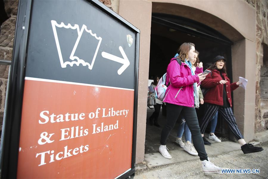 Tourists walk to get onboard the cruise ship to visit the Statue of Liberty and Ellis Island in New York, the United States, Jan. 22, 2018. New York City's iconic landmark the Statue of Liberty reopened Monday at the expense of state funds following a brief closure as a result of the U.S. federal government shutdown. According to a news release published on New York State Governor Andrew Cuomo's website, the cost of keeping the Statue of Liberty National Monument and Ellis Island open is 65,000 U.S. dollars per day. (Xinhua/Wang Ying)<br/>