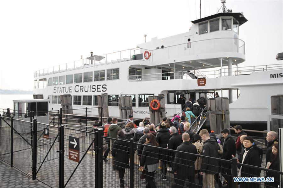 Tourists get onboard the cruise ship to visit the Statue of Liberty and Ellis Island in New York, the United States, Jan. 22, 2018. New York City's iconic landmark the Statue of Liberty reopened Monday at the expense of state funds following a brief closure as a result of the U.S. federal government shutdown. According to a news release published on New York State Governor Andrew Cuomo's website, the cost of keeping the Statue of Liberty National Monument and Ellis Island open is 65,000 U.S. dollars per day. (Xinhua/Wang Ying)<br/>
