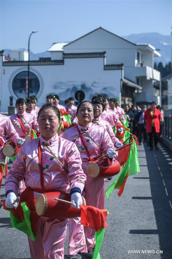 Villagers celebrate the coming spring festival in Tuankou Township of Lin'an District in Hangzhou, east China's Zhejiang Province, Feb. 5, 2018. Various folk activities were held there to celebrate the coming spring festival which falls on Feb. 16. (Xinhua/Xu Yu)<br/>