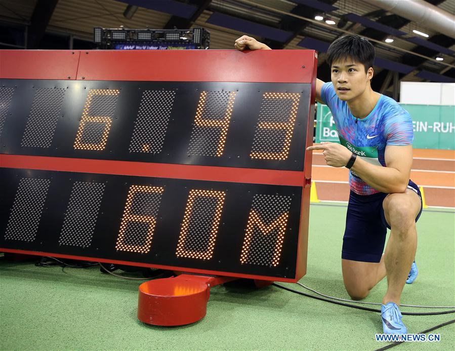 Su Bingtian of China poses with the timer screen after the Men's 60m final of the 2018 IAAF World Indoor Tour in Dusseldorf, Germany, on Feb. 6, 2018. Su Bingtian won the gold with 6.43 seconds. (Xinhua/Luo Huanhuan)<br/>