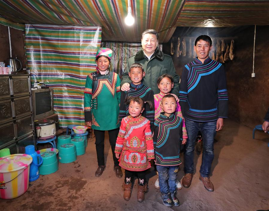 Chinese President Xi Jinping, also general secretary of the Communist Party of China Central Committee, poses for a group photo with an impoverished family as he visits Sanhe Village of Sanchahe Township in Zhaojue County of Liangshan Yi Autonomous Prefecture, southwest China's Sichuan Province, Feb. 11, 2018. Xi made an inspection tour in Sichuan Province on Feb. 11. (Xinhua/Xie Huanchi)<br/>