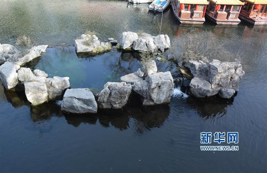 泉水充沛的济南五莲泉(2月11日摄)。