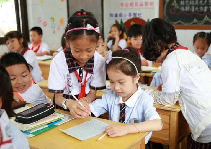 亿万先生将全面完成农村义务教育薄弱学校改造任务