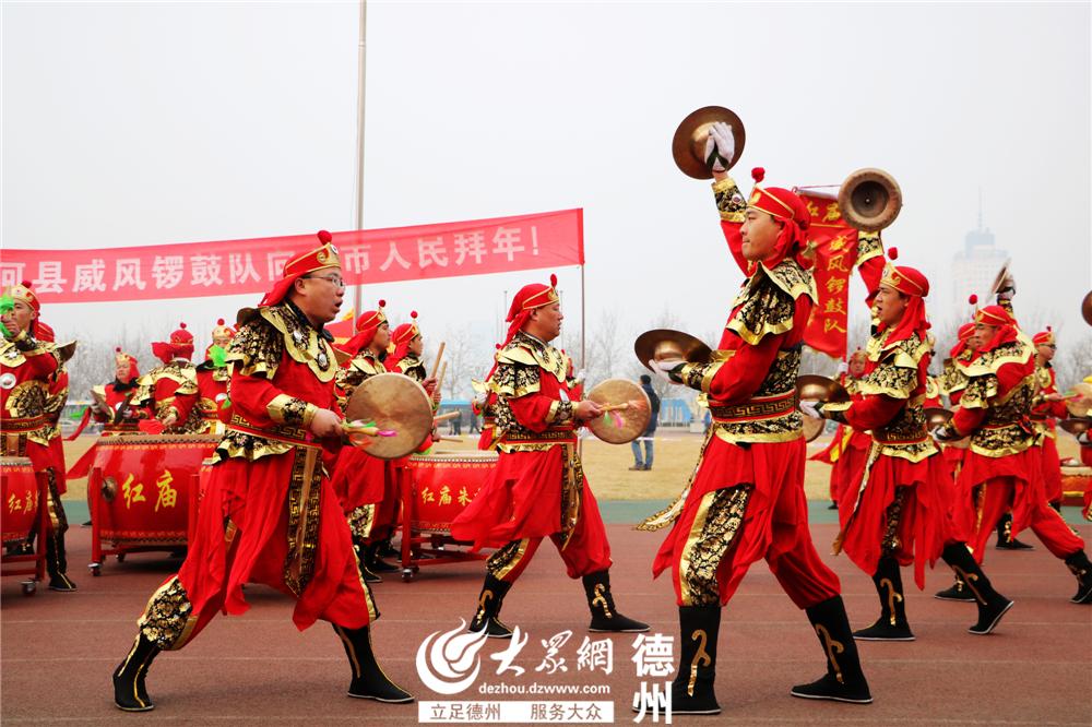 齐河县代表队表演《威风锣鼓》。<br/>