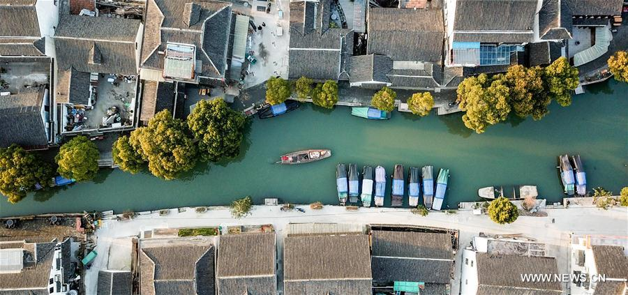 Tourists take sightseeing boats on the river in the ancient town of Zhouzhuang in Suzhou City, east China's Jiangsu Province, March 9, 2018. As temperature rises, the water town of Zhouzhuang becomes hot tourist destination. (Xinhua/Li Bo)<br/>