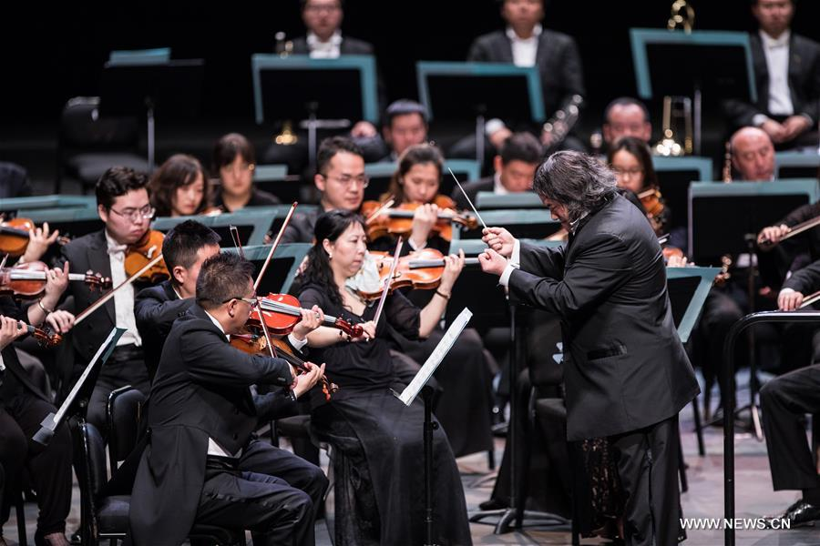 Conductor Tang Muhai (R) and musicians of China National Symphony Orchestra perform during the &quot;Belt and Road&quot; Malaysia-China friendship piano symphony concert in Istana Budaya in Kuala Lumpur, Malaysia, March 17, 2018. (Xinhua/Zhu Wei)<br/>