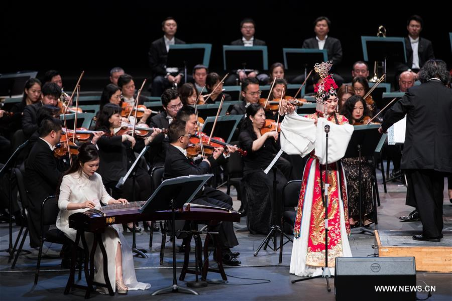 Soprano Chen Junhua (R front), guzheng player Ji Wei (L front) and musicians of China National Symphony Orchestra perform during the &quot;Belt and Road&quot; Malaysia-China friendship piano symphony concert in Istana Budaya in Kuala Lumpur, Malaysia, March 17, 2018. (Xinhua/Zhu Wei)<br/>