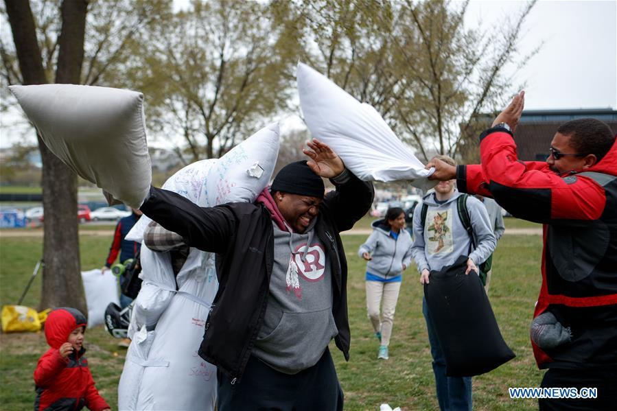 People participate in a pillow fight in Washington D.C., the United States, on April 7, 2018. (Xinhua/Ting Shen)<br/>