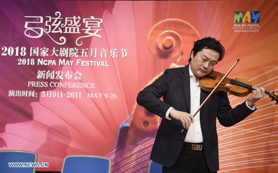 Artist Lyu Siqing plays the violin at a press conference for 2018 May Festival of the National Centre for the Performing Arts (NCPA) in Beijing, capital of China, April 10, 2018. The 2018 NCPA May Festival is scheduled for May 9-26 at the National Centre for the Performing Arts in Beijing. (Xinhua/Luo Xiaoguang)<br/>