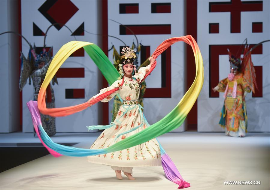 Performers perform in the opening ceremony of the 2018 Shishi Fashion Week in Shishi, southeast China's Fujian Province, April 17, 2018. The fashion week will last till April 20. (Xinhua/Song Weiwei)<br/>