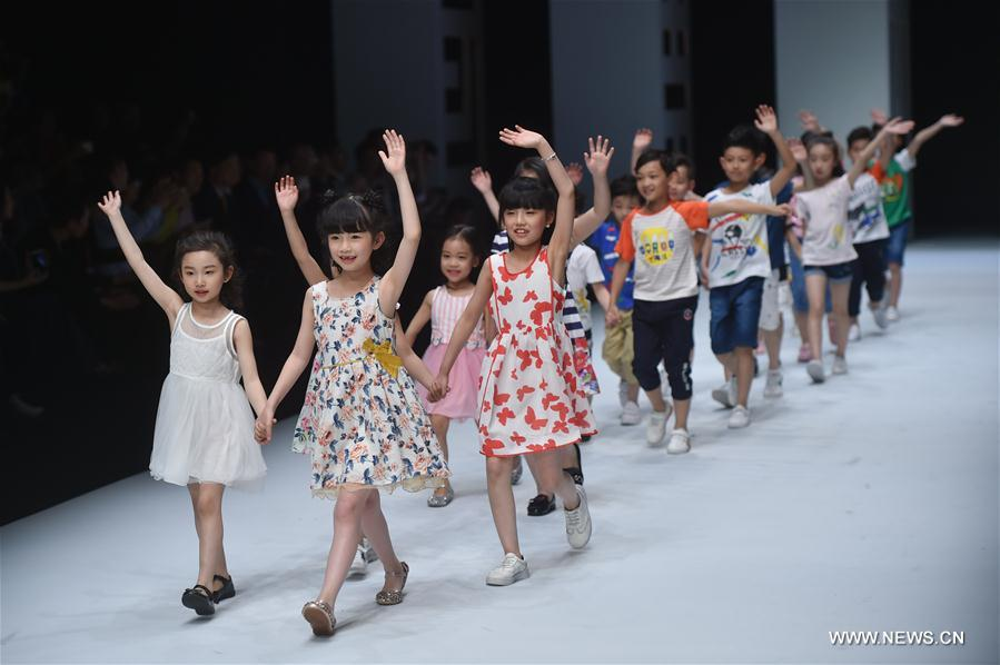 Children present creations during the 2018 Shishi Fashion Week in Shishi, southeast China's Fujian Province, April 17, 2018. The fashion week will last till April 20. (Xinhua/Song Weiwei)<br/>