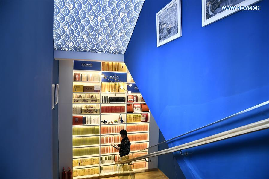 A man reads a book at the Zhan Qiao Pier Bookstore in Qingdao City, east China's Shandong Province, April 19, 2018. The layout and decoration of the bookstore reflect rich ocean cultures. (Xinhua/Guo Xulei)<br/>