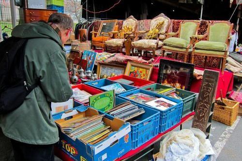 在巴黎跳蚤市场感受地摊文化