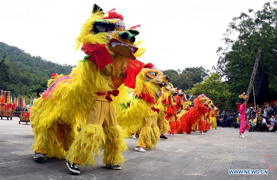 People perform lion dance during the Buluotuo folk cultural tourism festival in Tianyang County, Baise City of south China's Guangxi Zhuang Autonomous Region, April 22, 2018. (Xinhua/Zhang Ailin)<br/>